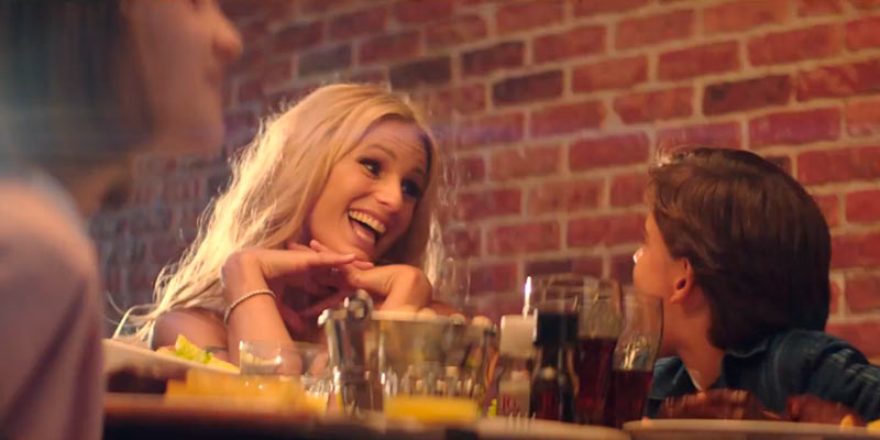 michelle hunziker dances on the notes of machiavelli music in the roadhouse tv commercial